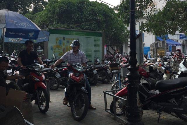 Bệnh viện Bạch Mai xin lỗi nhân dân vì đóng cửa bãi giữ xe máy - 1