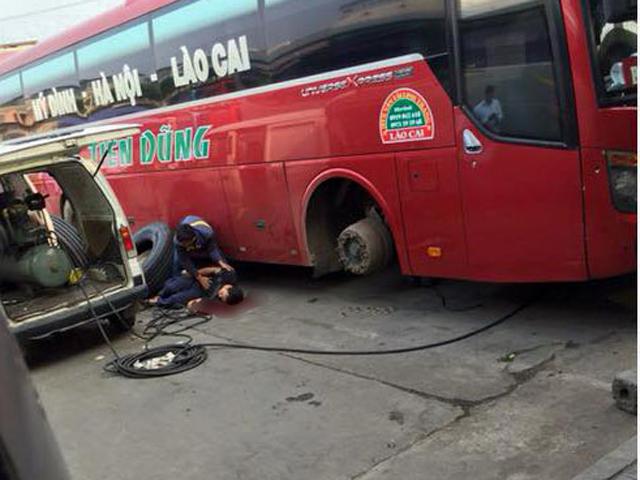 Thanh niên nằm bất động sau tiếng nổ lớn ở BX Mỹ Đình - 1