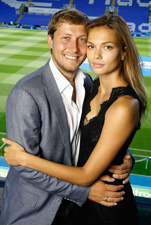 Cô vợ người mẫu đẹp như nữ thần của tỷ phú bóng đá - 2