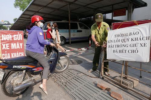 BV Bạch Mai đóng cửa bãi gửi xe: Bộ Y tế lên tiếng - 2