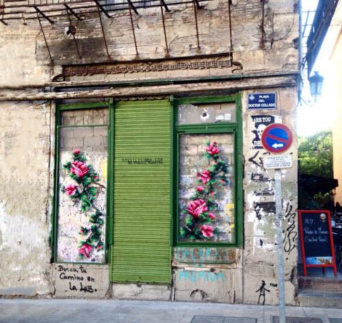 """Lạ kỳ những bức tường """"đan len"""" ở Tây Ban Nha - 1"""