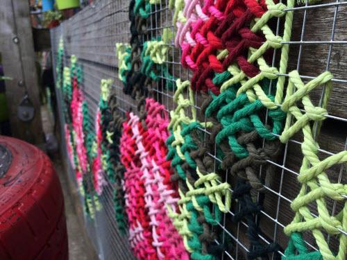 """Lạ kỳ những bức tường """"đan len"""" ở Tây Ban Nha - 4"""
