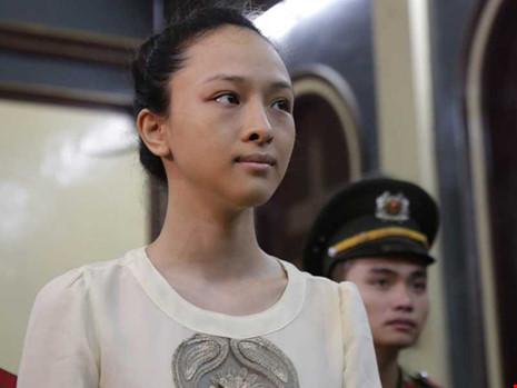"""Vụ hoa hậu Phương Nga: """"Hợp đồng tình ái"""" nói gì? - 2"""