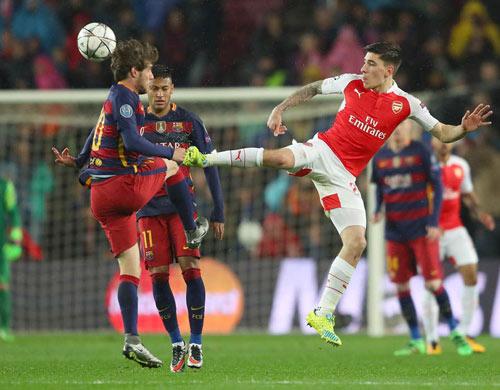 """Barca: Đã có """"Alves đệ nhị"""", cần gì Bellerin - 2"""