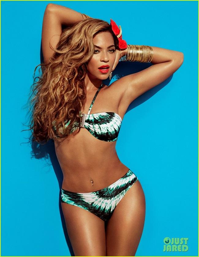 """1. Beyonce: Là một trong những nữ ca sĩ quyền lực và  """" bốc lửa """"  hàng đầu Hollywood. Cô cao 1m69, nặng 62kg cùng số đo 3 vòng  """" khủng """"   89-66-99 (cm)."""