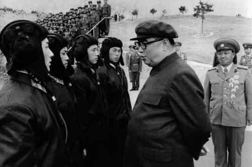 Kim Jong-un khác cha, giống ông nội thế nào - 2