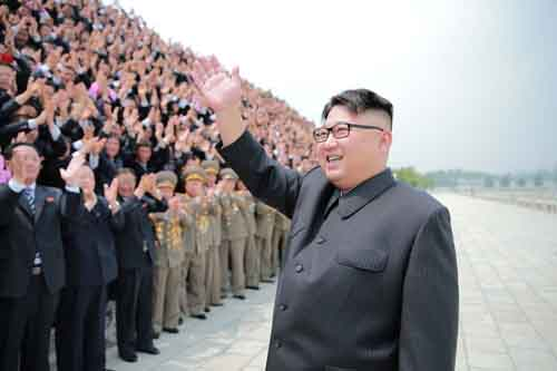 Kim Jong-un khác cha, giống ông nội thế nào - 3