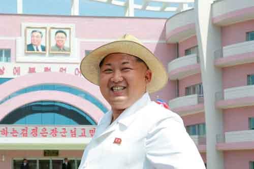 Kim Jong-un khác cha, giống ông nội thế nào - 7