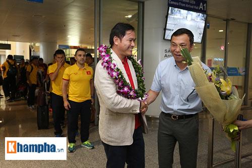 ĐT futsal Việt Nam về nước được thưởng nóng 1,5 tỷ đồng - 2
