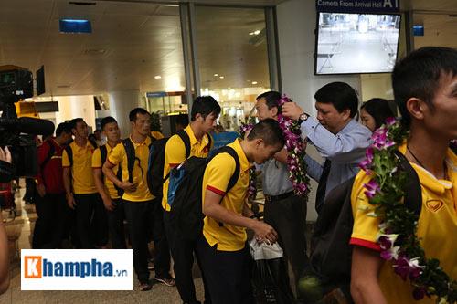 ĐT futsal Việt Nam về nước được thưởng nóng 1,5 tỷ đồng - 4