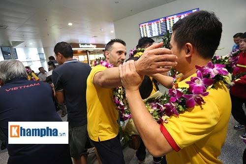 ĐT futsal Việt Nam về nước được thưởng nóng 1,5 tỷ đồng - 9
