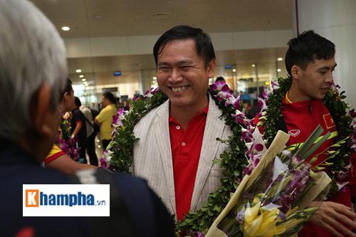 ĐT futsal Việt Nam về nước được thưởng nóng 1,5 tỷ đồng - 6