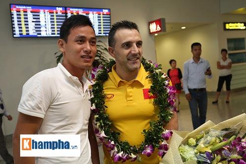 ĐT futsal Việt Nam về nước được thưởng nóng 1,5 tỷ đồng - 11