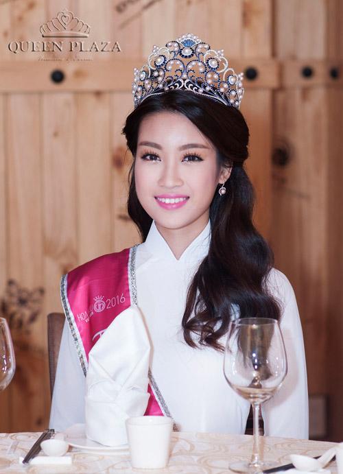 HH Đỗ Mỹ Linh khoe sắc rạng ngời cùng Á hậu Thanh Tú, Thùy Dung tại Queen Plaza - 2