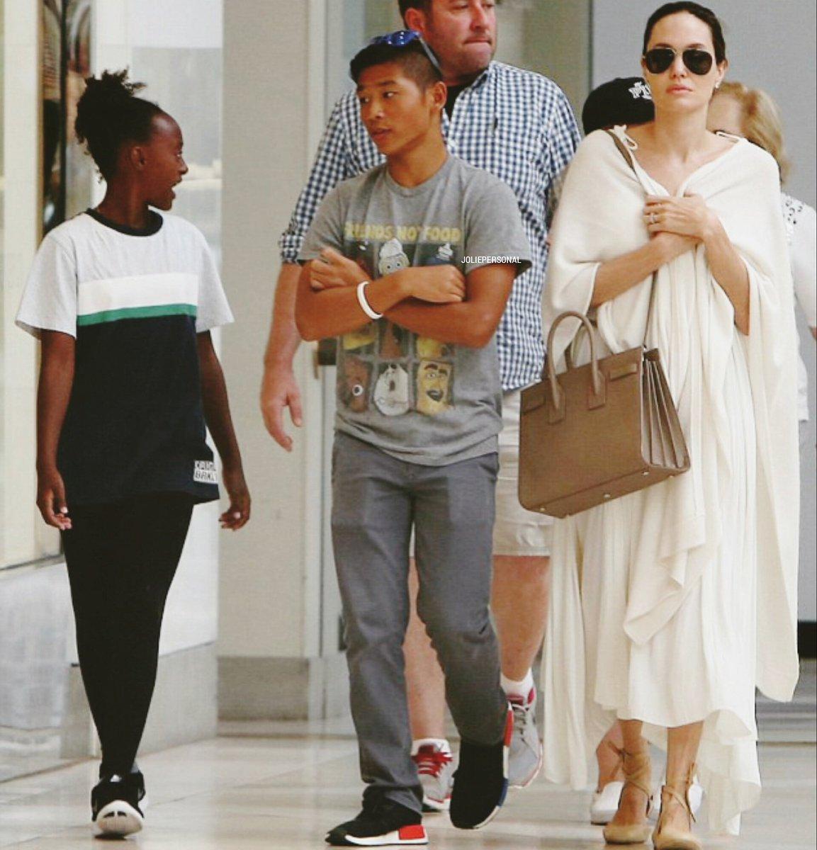 Cậu con nuôi người Việt ra sao khi Angelina Jolie ly hôn? - 1