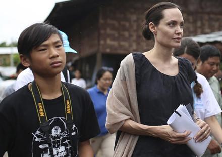 Cậu con nuôi người Việt ra sao khi Angelina Jolie ly hôn? - 7
