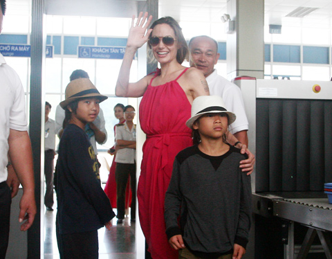 Cậu con nuôi người Việt ra sao khi Angelina Jolie ly hôn? - 6