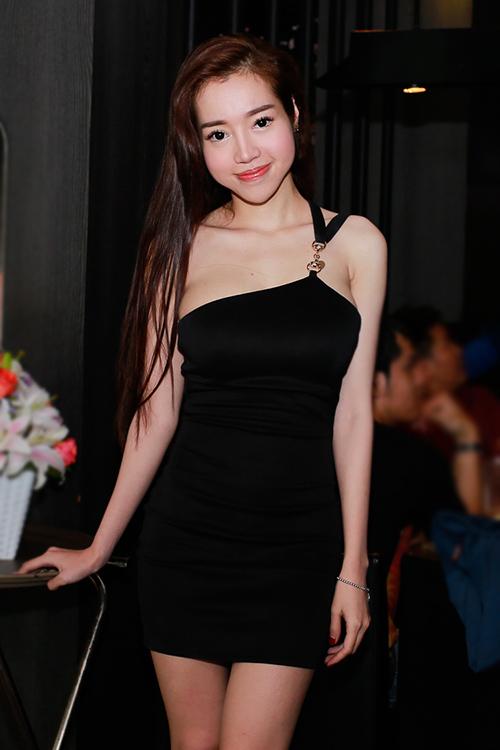 Suốt 8 năm, Elly Trần chỉ diện mốt khoe đường cong - 7