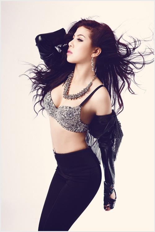 """Mướt mắt ngắm gu mặc """"bốc lửa"""" của 3 nữ DJ Việt - 14"""