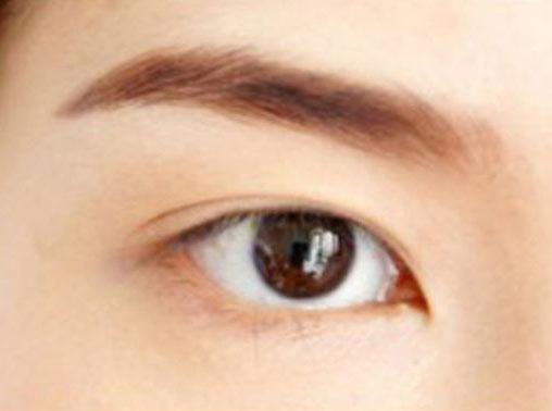 Cách trang điểm để có đôi mắt to tròn như Angela Baby - 5