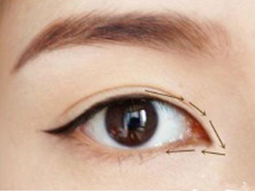 Cách trang điểm để có đôi mắt to tròn như Angela Baby - 7