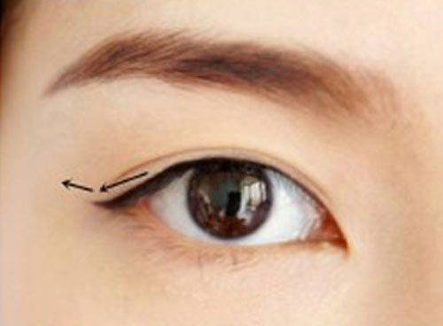 Cách trang điểm để có đôi mắt to tròn như Angela Baby - 6