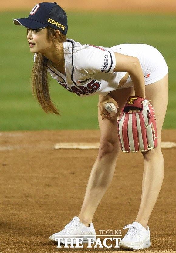 Choáng với hình thể sexy của mỹ nữ bóng chày xứ Hàn - 5