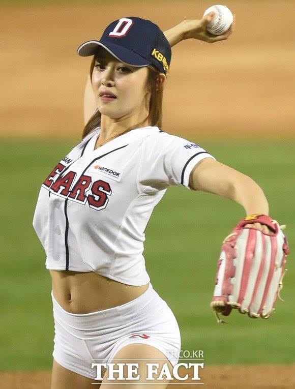 Choáng với hình thể sexy của mỹ nữ bóng chày xứ Hàn - 7