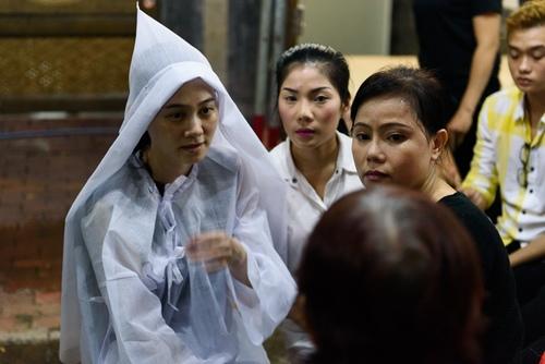 Đồng nghiệp đến viếng nghệ sĩ cải lương Thanh Tòng trong đêm - 2