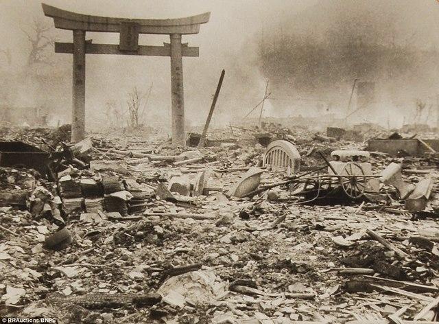 Ảnh hiếm:12 tiếng sau khi Mỹ ném bom nguyên tử Nagasaki - 11