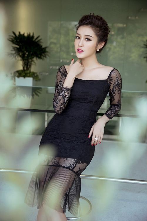 Huyền My, Phạm Hương đẹp nhất tuần với gam đen, trắng - 1