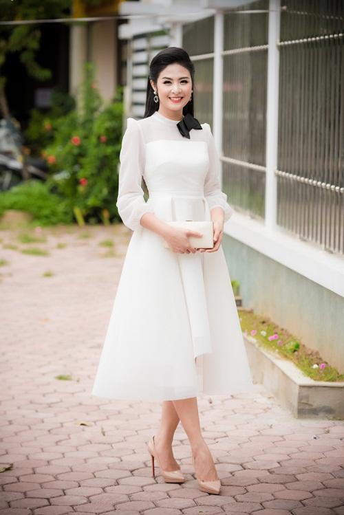 Huyền My, Phạm Hương đẹp nhất tuần với gam đen, trắng - 5