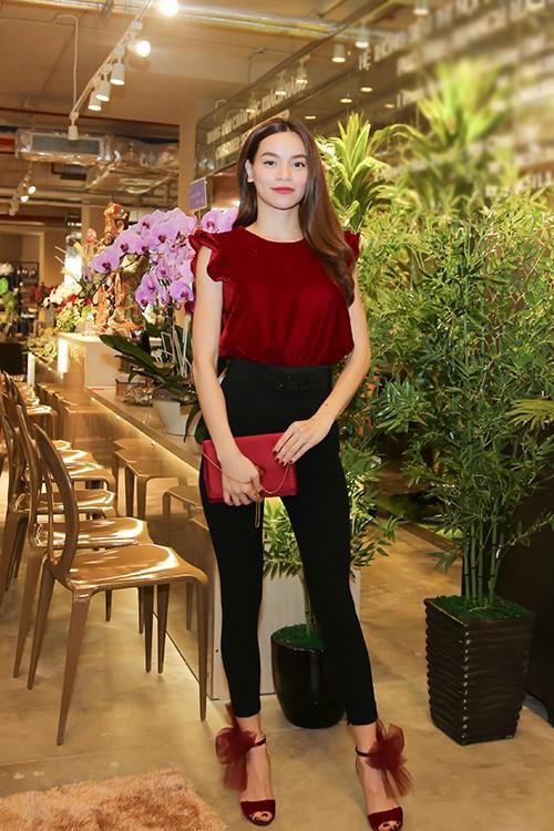 Huyền My, Phạm Hương đẹp nhất tuần với gam đen, trắng - 6