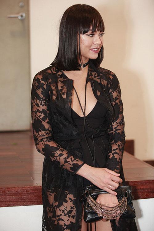 Huyền My, Phạm Hương đẹp nhất tuần với gam đen, trắng - 9