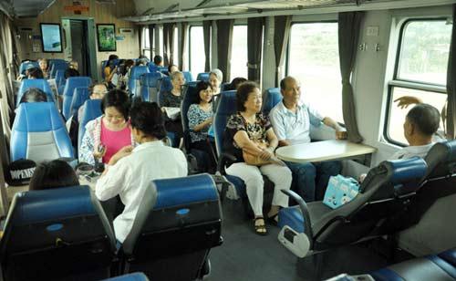 Mua vé tàu Tết Đinh Dậu: Có thể thanh toán sau 72 giờ - 2