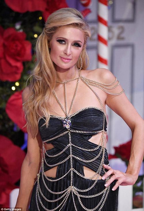Ái nữ tỷ phú Paris Hilton lộ dáng thô khi làm người mẫu - 3