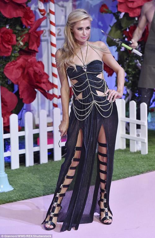 Ái nữ tỷ phú Paris Hilton lộ dáng thô khi làm người mẫu - 6
