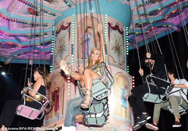 Ái nữ tỷ phú Paris Hilton lộ dáng thô khi làm người mẫu - 8