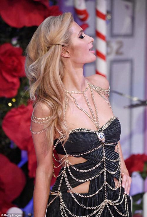 Ái nữ tỷ phú Paris Hilton lộ dáng thô khi làm người mẫu - 5