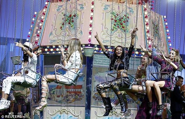 Ái nữ tỷ phú Paris Hilton lộ dáng thô khi làm người mẫu - 12