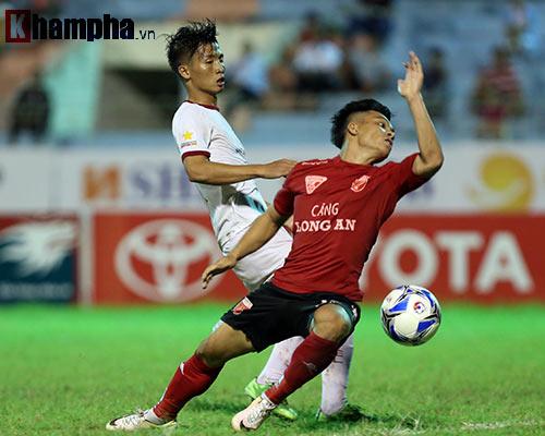 HLV Calisto cùng Long An mừng vé trụ hạng V-League - 5