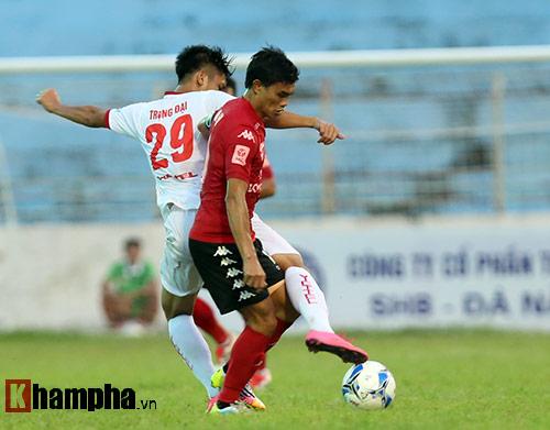 HLV Calisto cùng Long An mừng vé trụ hạng V-League - 4