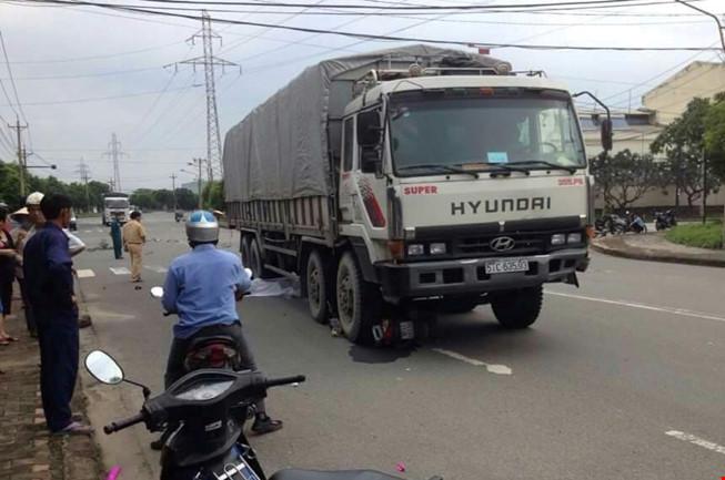 Chết thảm dưới bánh xe tải khi chở vợ sắp cưới đi làm - 1