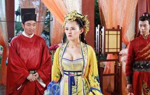 """Phim """"Bao Thanh Thiên"""" gây tranh cãi vì sao nữ hở bạo - 2"""