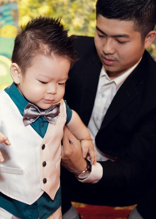 """Con trai Nhật Kim Anh giống bố """"như tạc"""" - 5"""