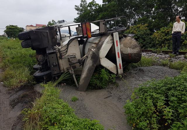 Quảng Ninh: Xe biển xanh đâm chết người qua đường - 3