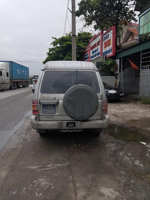 Quảng Ninh: Xe biển xanh đâm chết người qua đường - 6