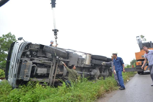 Quảng Ninh: Xe biển xanh đâm chết người qua đường - 7