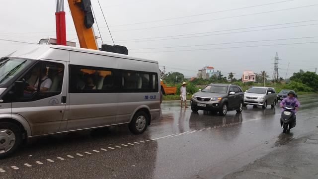 Quảng Ninh: Xe biển xanh đâm chết người qua đường - 9