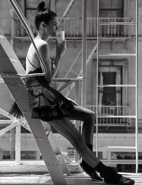 Kendall hóa vũ công ba lê kiêu kỳ trên Vogue - 9